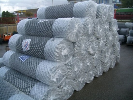 Galvanized Chain Link Fence Mesh PVC Coated 50mm*50mm , 5mm Wire Diameter